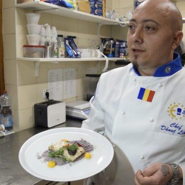 VIDEO: Dănuț Lihat îți dă rețeta pentru un dish exclusivist- file de crocodil cu piure de cartofi mov