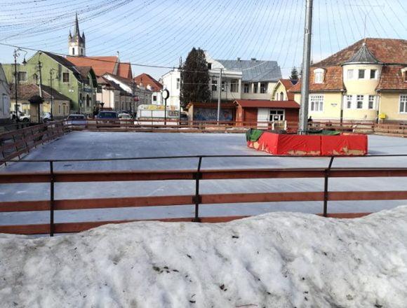 Vremea, bat-o vina! Administratorii patinoarului au cerut încetarea contractului!