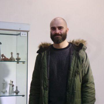 """Tânărul sculptor Emilian Mocanu, laureat al Premiului """"Grigore Bradea"""": România rămâne la nivel cultural o enclavă cu un depozit artistic încă neatins"""