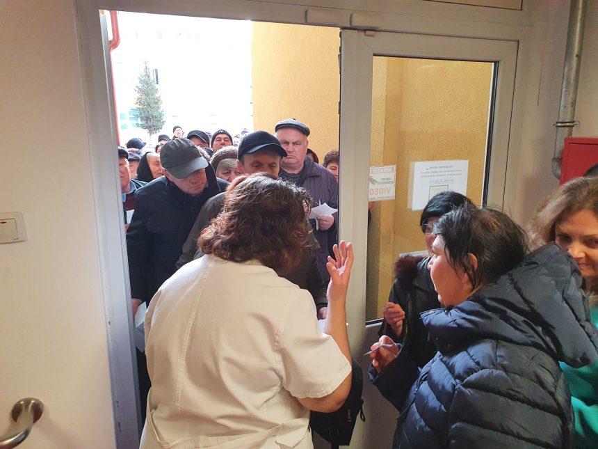 FOTO/VIDEO: SCANDAL la Policlinică din cauza programărilor la analize!