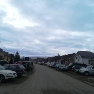 FOTO- DUMITRIȚA: A transformat centrul satului în parc de dezmembrări rable
