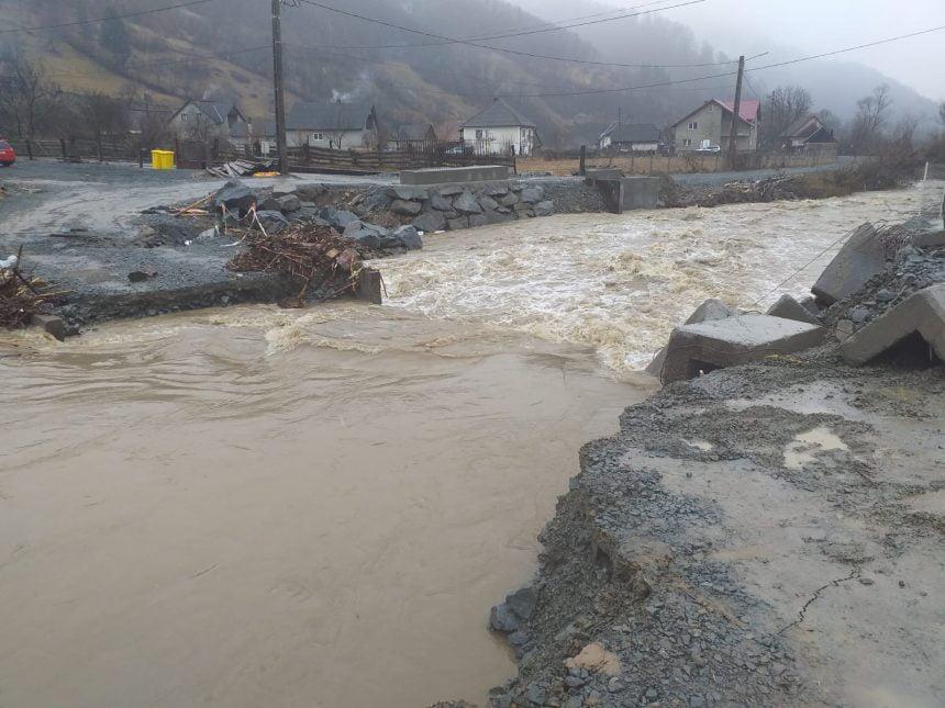 Râul Ilva, în creștere din cauza precipitațiilor! Un pod, inundat!