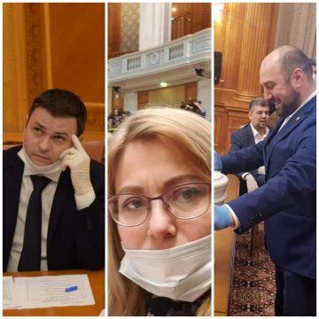 Parlamentarii bistrițeni cu masca la purtător! Să-i învețe cineva cum să o poarte corect!