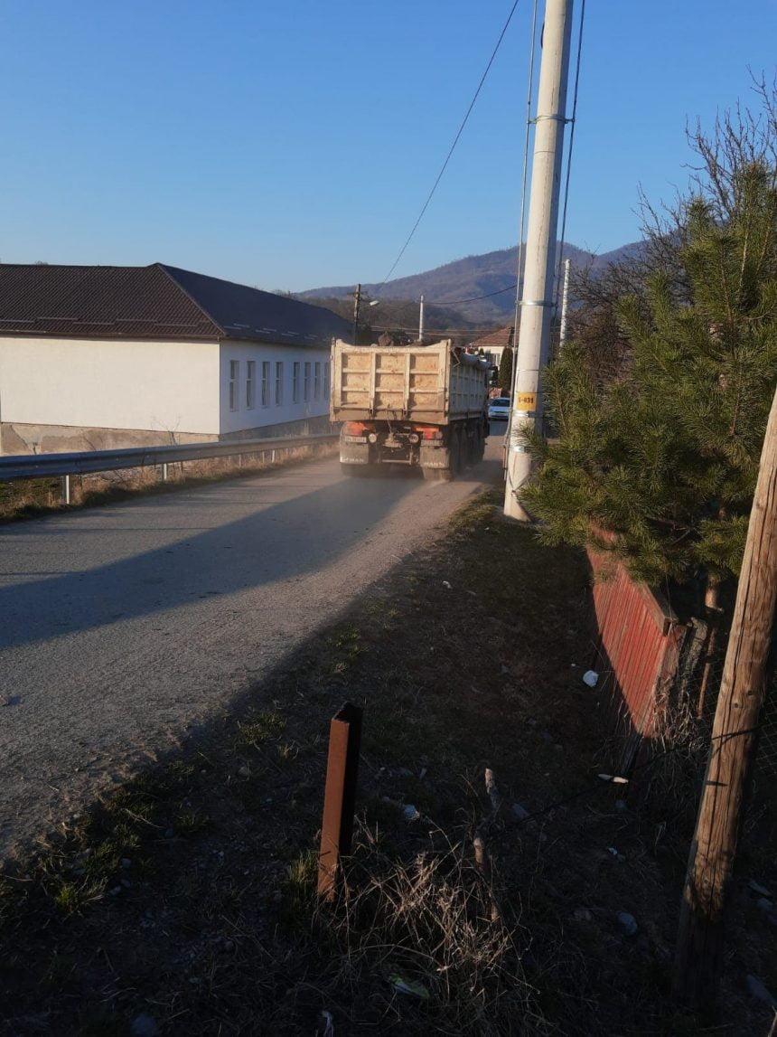 FII REPORTER:  Se surpă drumul, în Mijlocenii Bârgăului!