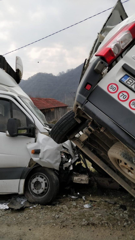 FOTO: Accident în Salva – trei persoane au ajuns la spital