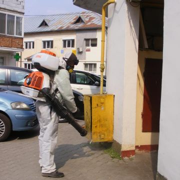 De mâine, dozatoare cu dezinfectant la fiecare scară! CE alte măsuri se mai iau: