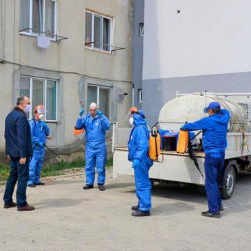 FOTO: Măsuri de combatere a răspândirii COVID-19, la Bistrița: Peste 1370 de scări de bloc, dezinfectate