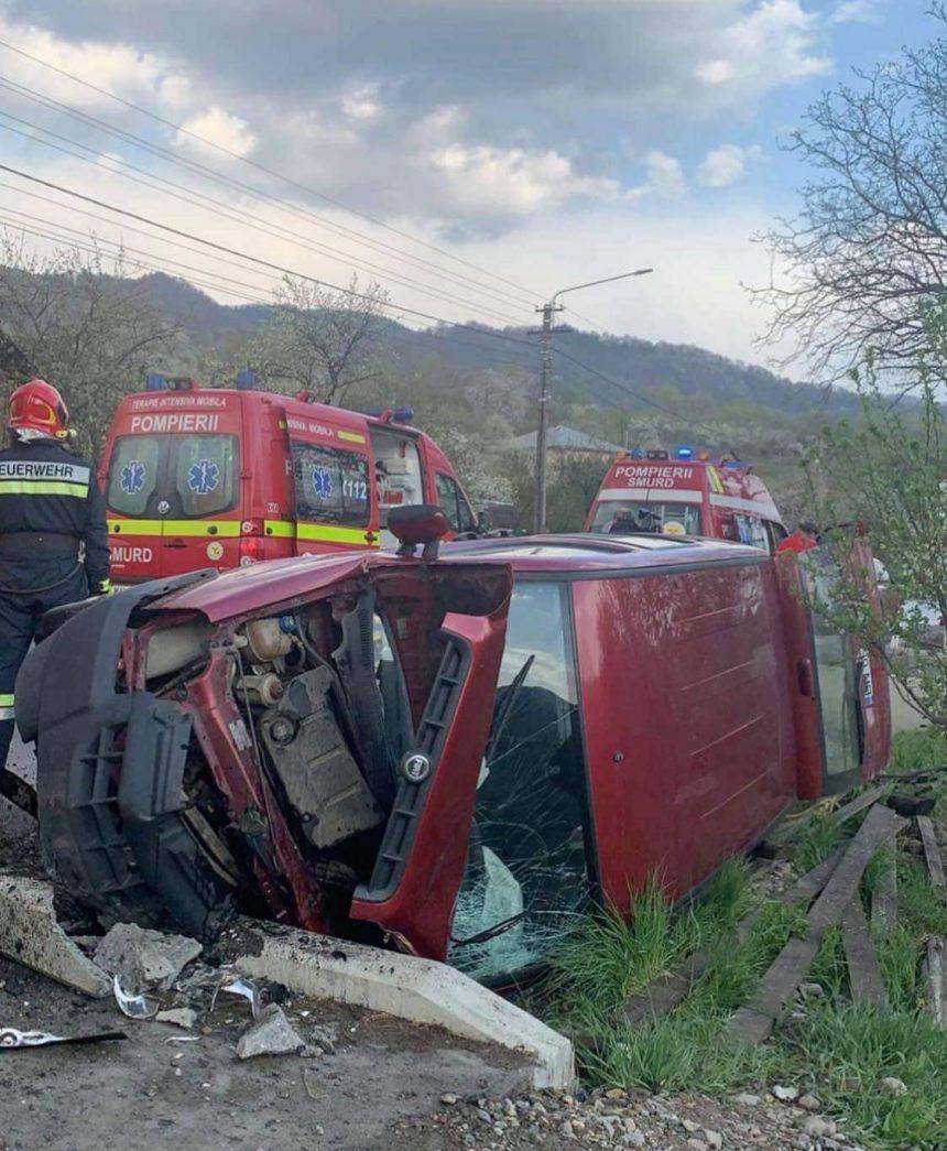 FOTO/VIDEO: Accident în Bistrița Bârgăului. O victimă încarcerată