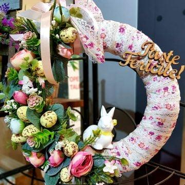 Înfrumusețează-ți masa de Paște cu un aranjament din flori naturale, de la Euforia Boutique!