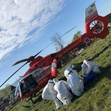 Elicopterul SMURD, solicitat să preia un bărbat prins sub tractor