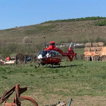 Reteag: Elicopterul SMURD, chemat pentru un bărbat accidentat de un tractor