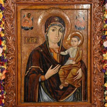 BISTRIȚA: Procesiune pe străzile din oraș, cu icoana Maicii Domnului de la Mănăstirea Nicula