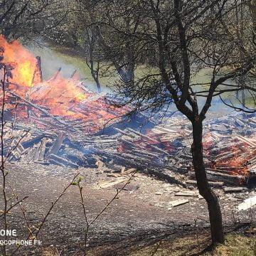 FOTO: Două incendii în Sângeorz Băi. O casă s-a făcut scrum
