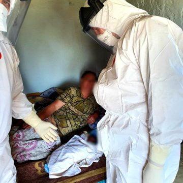 FOTO: Doi paramedici bistrițeni, detașați în Suceava, au ajutat un băiețel să vină pe lume: