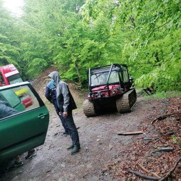 Femeie salvată dintr-o zonă greu accesibilă, cu o autospecială de teren