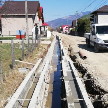 """FOTO/VIDEO: În sfârșit, trotuare în Mureșenii Bârgăului și Tureac! """"Sunt zonele cele mai circulate, în special de copii"""""""