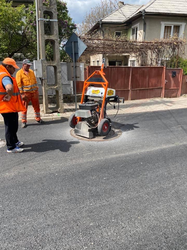 Un constructor abonat la bani publici, SRL-ul CJ-ului și un transportator au pus mâna pe întreținerea drumurilor