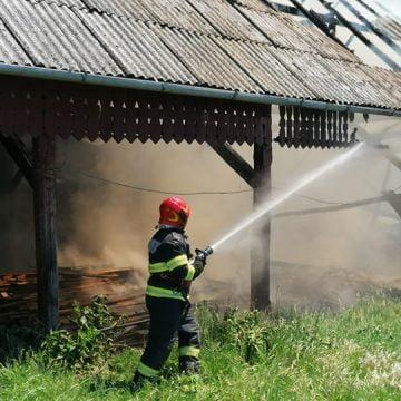 VIDEO: Doi copii s-ar lăuda că ar fi aprins focul! VEZI ce spune mama proprietarei casei unde a izbucnit incendiul