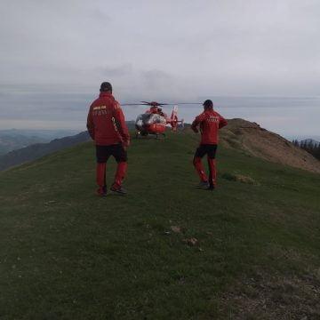 Grup de turiști străini suprinși de vreme rea în Munții Rodnei! Unul a murit lovit de trăsnet!