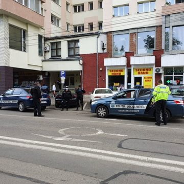 FOTO: Prinsă la scurt timp după ce a furat aproape 10.000 de euro de la un bunic