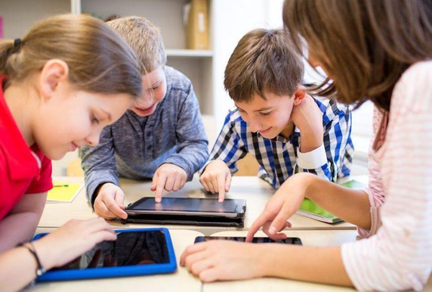 Inspectoratul Școlar dă 1,3 milioane lei pentru un stoc de tablete! În județ, doar două primării au început procedurile de achiziție: