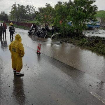 FOTO: Accident rutier în Silivașu de Câmpie. Elicopterul SMURD solicitat în ajutor