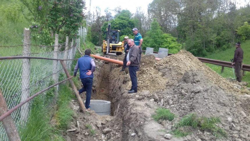 """VIDEO. Rețea nouă de canalizare, în Mărișelu: """"Acest disconfort nu poate fi evitat. Înțeleg neplăcerile oamenilor…"""""""