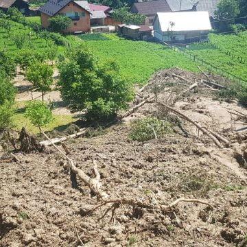 VIDEO:  Despăgubiri, pentru familiile afectate de inundații în Rodna. Un tir de alimente, de la Supercom