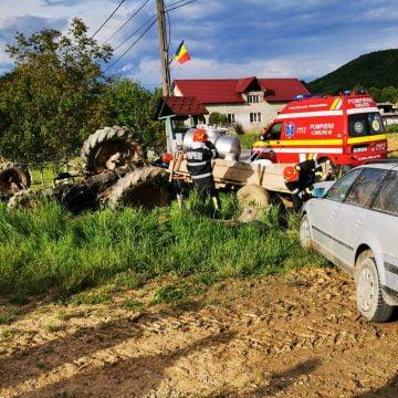 VIDEO: IMPACT puternic între un autoturism și un tractor în Ilișua