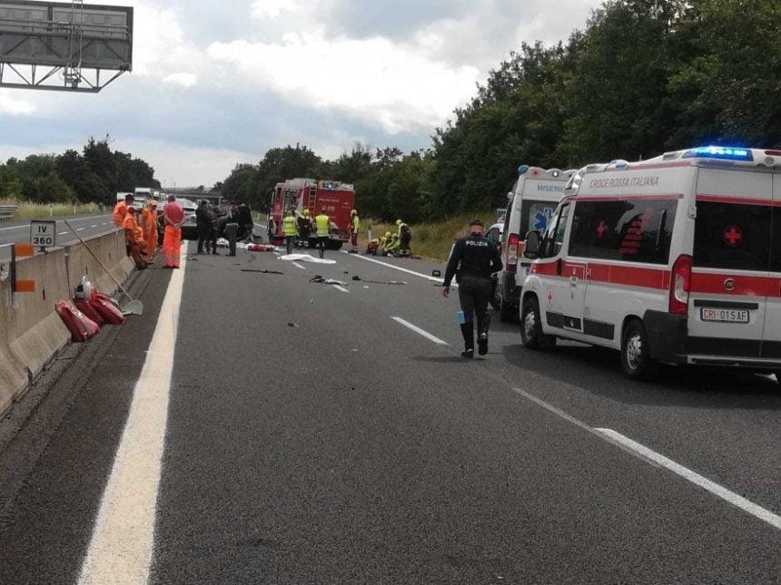 FOTO SURSE: Un cuplu din Reteag și-a pierdut doi copii și părinții într-un tragic accident în Italia. Un bebeluș, printre decedați