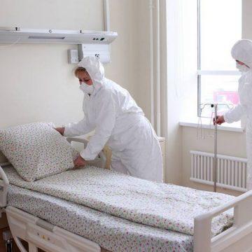Plimbată pe la 3 spitale, pentru o șansă la viață. Aventura unei bătrânici care a găsit salvarea la Bistrița