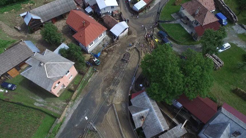 VIDEO: Ce se întâmplă cu drumurile recent modernizate în Rodna, distruse de inundațiile săptămânii trecute