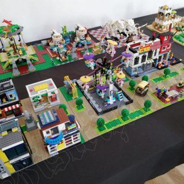 FOTO – NERĂBDĂTORI: Copii și părinți, la expoziția LEGO, cu zeci de minute înainte de deschidere