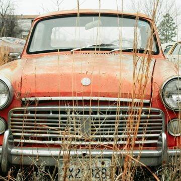 Două mașini abandonate urmează să fie ridicate! Municipalitatea caută proprietarii: