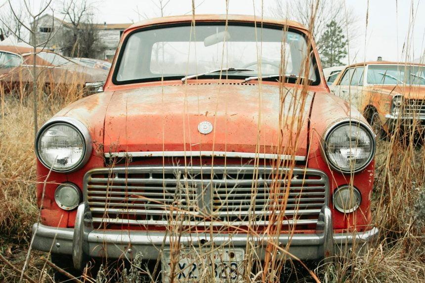 """Șase luni – Atât va """"suporta"""" pământul mașinile abandonate! Iar autoritățile pot chiar să le vândă"""