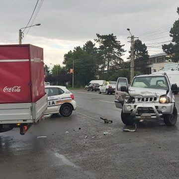 VIDEO: Accident pe strada Libertății. Printre victime se află și un bebeluș