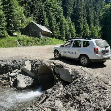 Planificați o escapadă de weekend, în munți? S-a reparat drumul de la Valea Mare spre Lacul Lala!