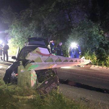 FOTO: GRAV accident în Leșu! O mașină a intrat într-un stâlp. Un tânăr a decedat