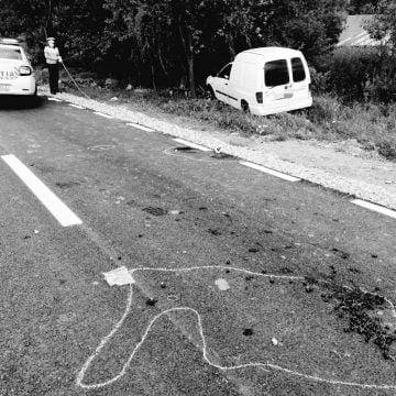 FOTO Telciu: Biciclistă lovită de mașină