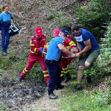 FOTO Târlișua: Elicopterul SMURD chemat să preia un adolescent ce a căzut de pe ATV
