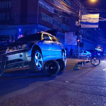 A murit biciclistul prins sub un autoturism pe Bulevardul Decebal
