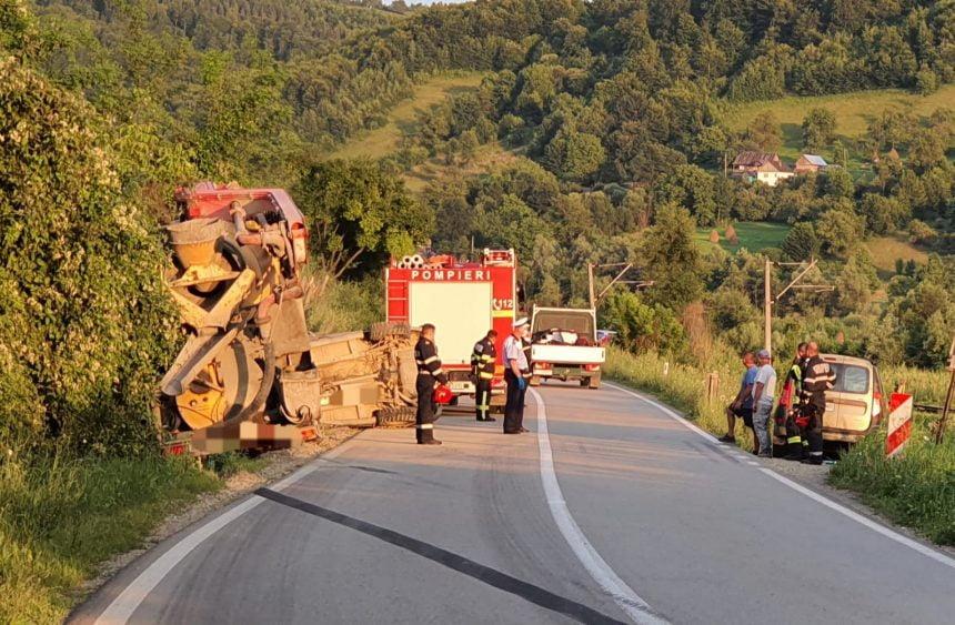 FOTO: Fără permis, a reușit să bage în șanț, cu mașina de teren, o autoutilitară care circula regulamentar