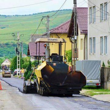 FOTO: Două străzi din Viișoara, pe lista străzilor de asfaltat din această săptămână