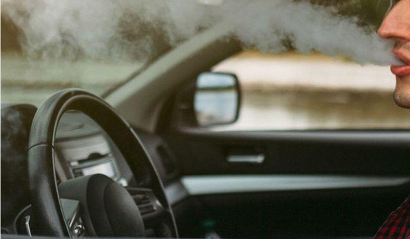 Un pui de bârgăuan, drogat și fără permis, la plimbare cu mașina pe străzile din Bistrița