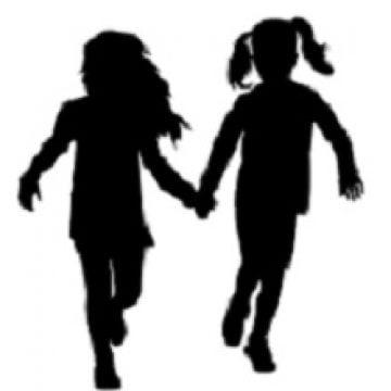 S-au luat de mânuță și au plecat din centru! Cele două fete, căutate la nivel național!
