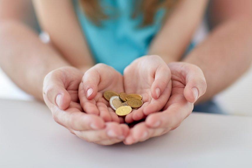 Patru femei au înșelat statul, pentru a pune mâna pe indemnizații de creștere a copilului. Una încasa lunar 6.200 de lei!