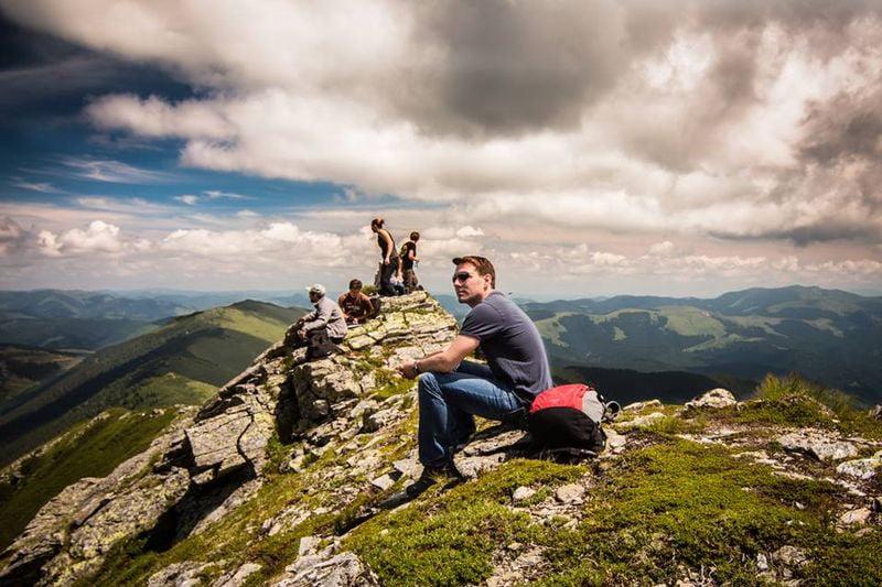 Principele Nicolae pune umărul la amenajarea Via Transilvanica, cel mai mare traseu de drumeție din țară
