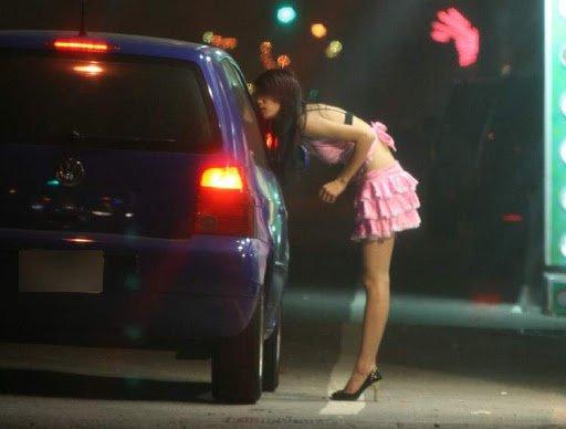INCREDIBIL! Fată de 15 ani obligată să se prostitueze și vândută pe un pitbull. După un deceniu, doar unul dintre vinovați e după gratii