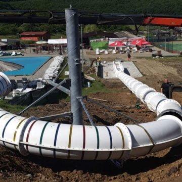 FOTO: Ultima sută de metri! La Băile Figa se amplasează cel mai mare tobogan din România