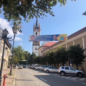 Verzii acuză Alianța PNL – USR – Plus că a amplasat ILEGAL zeci de bannere în municipiu! Primăria Bistrița se face că nu vede